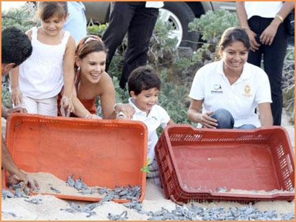 Cozumel children and turtles